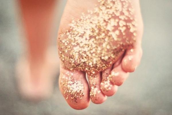 follow_gliiter feet